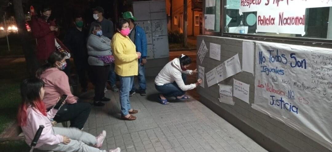 La comunidad hizo carteles llamando al respeto